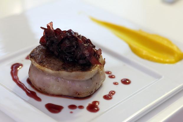 Filet de bœuf, fleur de sel, caramel de vin rouge et purée de carottesFilet de bœuf, fleur de sel, caramel de vin rouge et purée de carottes