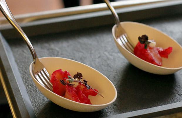 Verrine de saumon gravlax à la betterave et au raifort